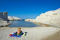 Grece, Cyclades, ile de Milos, plage de calcaire de Sarakiniko // Greece, Cyclades islands, Milos island, Sarakiniko beach