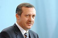 02 SEP 2003, BERLIN/GERMANY:<br /> Recep Tayyip Erdogan, Ministerpraesident Tuerkei, waehrend einer Pressekonferenz, Bundeskanzleramt<br /> IMAGE: 20030902-01-018<br /> KEYWORDS: Türkei, Ministerpräsident
