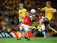 Oleg Luzhny (Arsenal) charges in between James Beattie and Brett Ormerod (Southampton). Arsenal v Southampton FA Cup Final 2003 @ Cardiff Arms Park. 17/5/2003. Credit : Colorsport/Andrew Cowie.