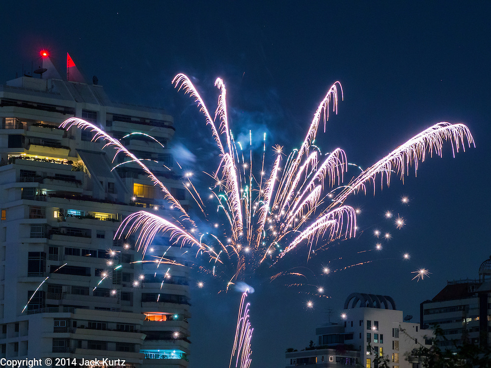 31 DECEMBER 2014 - BANGKOK, THAILAND: Fireworks go off in front of an apartment building on New Year's Day in Bangkok.    PHOTO BY JACK KURTZ
