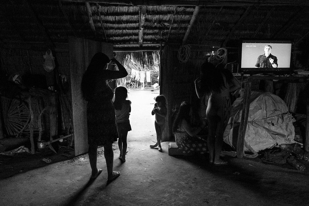Na oca com o Huck. Aldeia Ipatse, etnia Kuikuro, Alto Xingu.