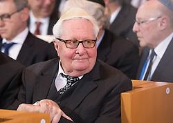 Hans-Jochen Vogel  bei der Verleihung der Ohel-Jakob Medaille an Kanzlerin Merkel anlässlich des  10. Jahrestags der Einweihung der neuen Münchner Hauptsynagoge<br /> <br /> / 091116<br /> <br /> *** Chancellor Merkel receiving the Ohel Jakob Medal at the Main Synagogue in Munich, Germany; November 9th, 2016 ***