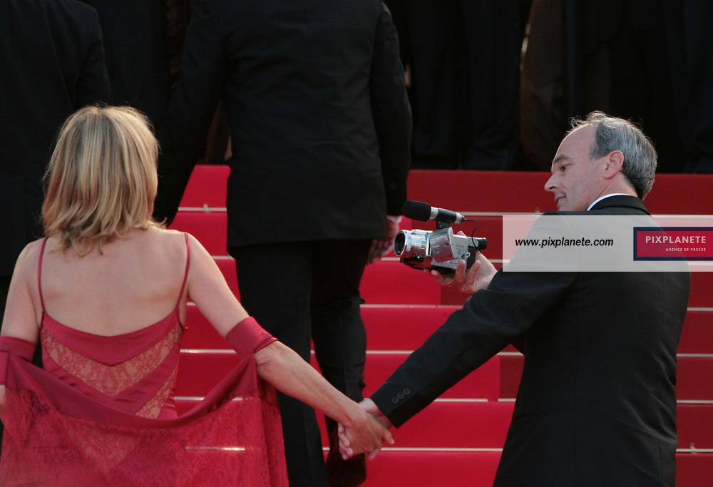 Laurent Baffie et sa femme Montée des marches - Soirée de cloture du 60 ème Festival de Cannes - 27/05/2007 - JSB / PixPlanete