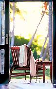 prise de vue d'ambiance touristique d'un transat sur une terrasse de bungalow à l'hôtel Le Méridien Ile des Pins en Nouvelle Calédonie.
