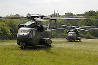 07 JUN 2006, MERZIG/GERMANY:<br /> Mittlerer Transporthubschrauber CH - 53 der Bundeswehr nahc der Landung, Truppenuebungsplatz<br /> IMAGE: 20060607-01-019<br /> KEYWORDS:  Helikopter, helicopter, Heer