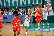 DESCRIZIONE : Siena Lega A 2008-09 Playoff Finale Gara 2 Montepaschi Siena Armani Jeans Milano<br /> GIOCATORE : Terrell Mc Intyre<br /> SQUADRA : Montepaschi Siena <br /> EVENTO : Campionato Lega A 2008-2009 <br /> GARA : Montepaschi Siena Armani Jeans Milano<br /> DATA : 12/06/2009<br /> CATEGORIA : contropiede<br /> SPORT : Pallacanestro <br /> AUTORE : Agenzia Ciamillo-Castoria/G.Ciamillo