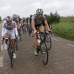 Zware omstandigheden met regen en wind voor de koploopsters in de etappe rond Breda met Wereldkampioene Giorgio Brnozini en Janneke Kanis