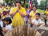 Thais Prepare for the King's Birthday