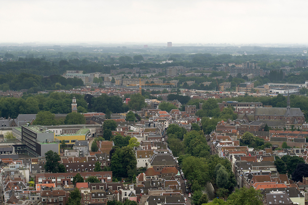 Uitzicht over Utrecht in zuidoostelijke richting, met links het Altrecht Willem Arntsz Huis.<br />