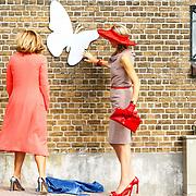 NLD/Zevenhuizen/20150709 -  Koningin Maxima opent het Leontienhuis, een initiatief van oud-wielrenster Leontien Zijlaard-van Moorsel, Koningin Maxima onthult samen met Leontien Zijlaard-van Moorsel  de plaquette