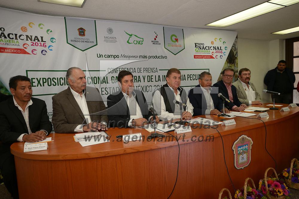Toluca, México (Octubre 27, 2016).- José Manzur Quiroga, Secretario General de Gobierno del Estado de México en conferencia de prensa anuncio la Expo Nacional Ganadera y de la Industria Pecuaria 2016 que se realizara en el Parque Ambiental Bicentenario en Metepec, del 11 al 20 de noviembre.  Agencia MVT / Crisanta Espinosa