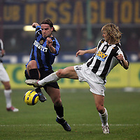 Milano 28/11/2004 Campionato Italiano Serie A<br /> <br /> Inter Juventus 2-2<br /> <br /> Andy Van Der Meyde (Inter) challenged by Pavel Nedved (Juventus) <br /> <br /> Foto Andrea Staccioli Graffiti