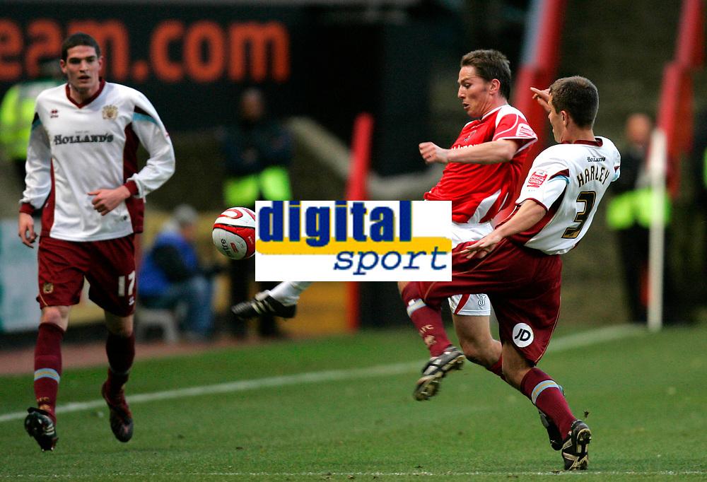 Photo: Tom Dulat/Sportsbeat Images.<br /> <br /> Charlton Athletic v Burnley. Coca Cola Championship. 01/12/2007.<br /> <br /> Jon Harley of Burnley and Matt Holland of Charlton Athletic fight for the ball.