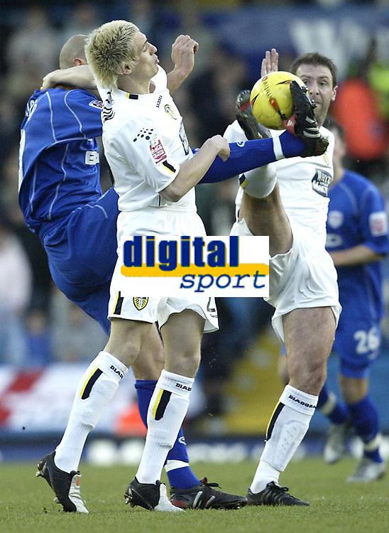Fotball<br /> England 2004/2005<br /> Foto: SBI/Digitalsport<br /> NORWAY ONLY<br /> <br /> Leeds United v Millwall<br /> <br /> Coca-Cola Championship<br /> <br /> 19/12/2004<br /> <br /> Leeds pair Matthew Killgallon and Sean Gregan combine to halt Millwall's Danny Dichio
