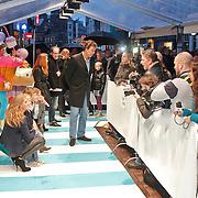 NLD/Amsterdam/20101114 - Premiere kinderfilm Dik Trom, Reinout oerlemans, partner Danielle Overgaag en kinderen Thijmen, Fiene Joan, Benjamin worden geinterviewd