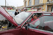 Razvan in October 2016 in his Renault 25 at Ploiesti train station. He left the lights on. The battery is dead. He is helped by local taxi drivers.