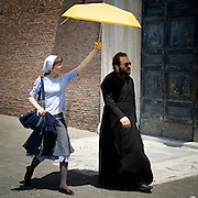 Un prete nei pressi dell'Aracoeli a Roma<br /> <br /> A priest close Aracoeli in Rome