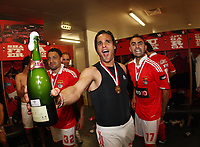20100509: LISBON, PORTUGAL - SL Benfica vs Rio Ave: Portuguese League 2009/2010, 30th round. Players celebrations in the locker room. In picture: Nuno Gomes (C), Carlos Martins (R) and Eder Luis (L). PHOTO: CITYFILES