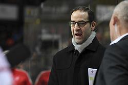 November 25, 2017 - Bern, 25.11.2017, Eishockey National League, SC Bern - Lausanne HC, Lausannes Trainer Yves Sarault. (Credit Image: © Daniel Christen/EQ Images via ZUMA Press)