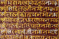 Inde - Rajasthan - Shekawati - Village de Mahansar - La maison de l'or - Détail d'écriture Devanagari (Hindi) à l'interieur