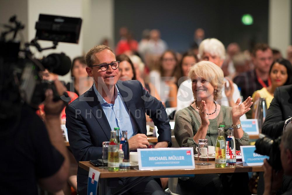 DEU, Deutschland, Germany, Berlin, 02.06.2018: Landesparteitag der Berliner SPD im Hotel Andels. Michael Müller, SPD-Landesvorsitzender und Regierender Bürgermeister von Berlin, nach seiner Rede. Rechts Barbara Loth.