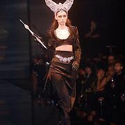 NLD/Amsterdam/20060515 - Presentatie nieuwe sieradenlijn Rodrigo Otazu 2006, catwalk, model, mannequin