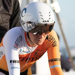 11-03-2021: Wielrennen: Healthy Ageing Tour: Lauwersoog. <br />Gudrun Stock