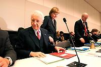 18 DEC 2003, BERLIN/GERMANY:<br /> Edmund Stoiber, CDU, Ministerpraesident Bayern, Angela Merkel, CDU Bundesvorsitzende, und Volker Kauder, CDU, 1. Parl. Geschaeftsfuehrer CDU/CSU BT-Fraktion, (v.L.n.R.), im Gespraech, vor Beginn der CDU/CSU Fraktionssitzung, Deutscher Bundestag<br /> IMAGE: 20031218-02-017<br /> KEYWORDS: Sitzung, Gespräch, Ministerpräsident