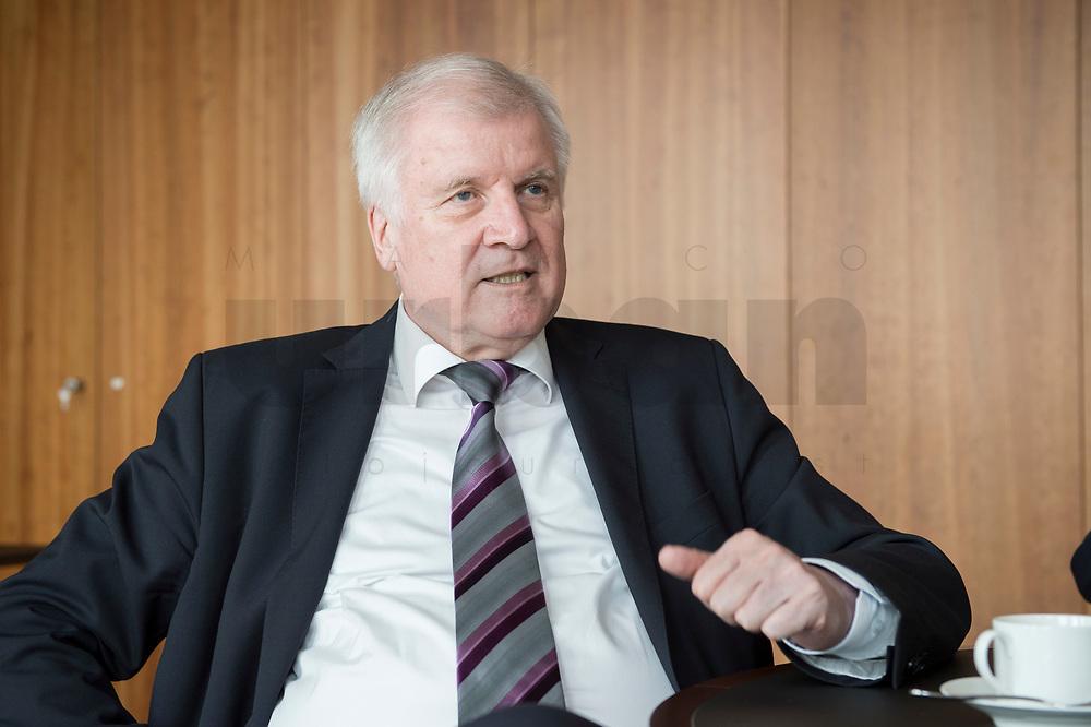 20 JUN 2018, BERLIN/GERMANY:<br /> Horst Seehofer, CSU, Bundesinnenminister, waehrend einem Interview, in seinem Buero, Bundesministerium des Inneren<br /> IMAGE: 20180620-02-028<br /> KEYWORDS: Büro