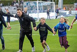 En glad cheftræner Christian Nielsen (Lyngby Boldklub) efter kampen i 3F Superligaen mellem Lyngby Boldklub og Hobro IK den 20. juli 2020 på Lyngby Stadion (Foto: Claus Birch).