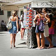 Turisti nei pressi del teatro greco di  Taormina..Tourists near the teatro greco in Taormina