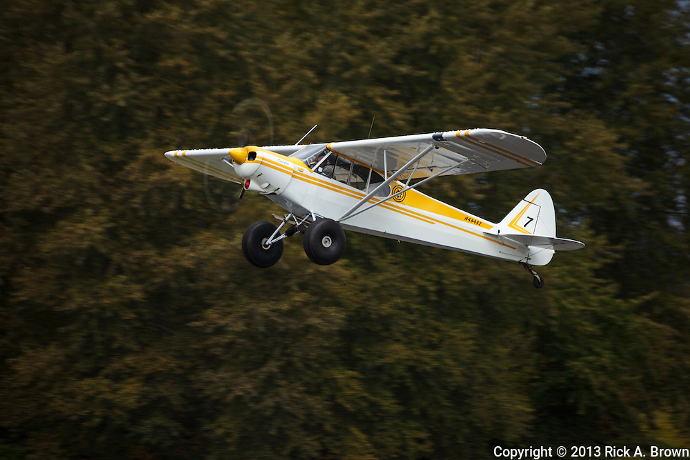 USA, Oregon, Hood River, Hood River Sheriff's Super Cub taking off.