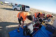 De VeloX 7 wordt klaar gemaakt voor de kwalificaties op maandagmorgen. Het Human Power Team Delft en Amsterdam, dat bestaat uit studenten van de TU Delft en de VU Amsterdam, is in Amerika om tijdens de World Human Powered Speed Challenge in Nevada een poging te doen het wereldrecord snelfietsen voor vrouwen te verbreken met de VeloX 7, een gestroomlijnde ligfiets. Het record is met 121,44 km/h sinds 2009 in handen van de Francaise Barbara Buatois. De Canadees Todd Reichert is de snelste man met 144,17 km/h sinds 2016.<br /> <br /> With the VeloX 7, a special recumbent bike, the Human Power Team Delft and Amsterdam, consisting of students of the TU Delft and the VU Amsterdam, wants to set a new woman's world record cycling in September at the World Human Powered Speed Challenge in Nevada. The current speed record is 121,44 km/h, set in 2009 by Barbara Buatois. The fastest man is Todd Reichert with 144,17 km/h.