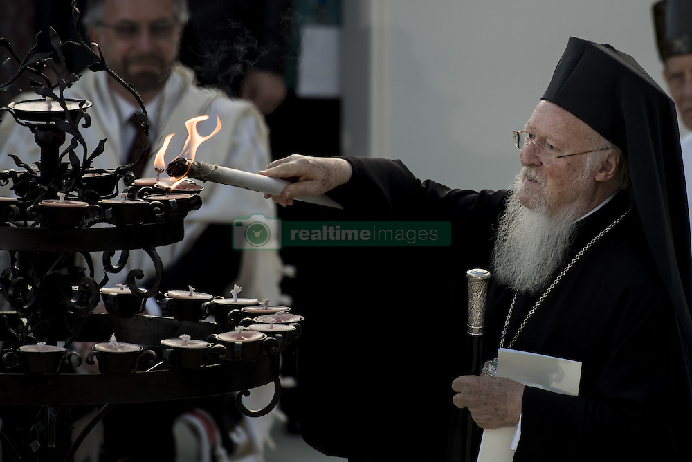 September 20, 2016 - Assisi, Umbria, Italy - Patriarch of Constantinople Bartholomew I lights a candle during the closing event of an inter-religious prayer gathering, in front of the Basilica of St. Francis, Assisi, Italy, Tuesday, Sept. 20, 2016. (Credit Image: © Massimo Valicchia/NurPhoto via ZUMA Press)