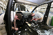 Mlada Boleslav/Tschechische Republik, Tschechien, CZE, 16.03.07: Mitarbeiter am Fertigungsband mit einer Skoda Octavia Karosserie in der Skoda Autofabrik in Mlada Boleslav. Der tschechische Autohersteller Skoda ist ein Tochterunternehmen der Volkswagen Gruppe.<br /> <br /> Mlada Boleslav/Czech Republic, CZE, 16.03.07: Workers at the Skoda factory inspect Octavia vehicle body-frame on the assembly line at Skoda car factory in Mlada Boleslav. Czech car producer Skoda Auto is subsidiary of the German Volkswagen Group (VAG).