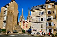 France, Pyrénées-Atlantiques (64), Bayonne, boulevard du rempart Lachepaillet avec la cathedrale Sainte-Marie // France, Pyrénées-Atlantiques (64), Bayonne, boulevard du rempart Lachepaillet