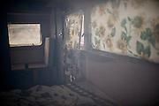 Roulottes sequestrate dalla Polizia sulle strade provinciali dell' interland barese. Sarebbero state utilizzate come luogo per prostituirsi da ragazze colombiane. Secondo gli inquirenti il giro d'affari sfiorava i 40 mila euro a settimana.  Bari, 11 agosto 2013. Christian Mantuano / OneShot <br /> <br /> Roulottes confiscated by the police on the roads around Bari used for prostitution of Colombian girls. The business was € 40,000 for week. Bari, 11 August 2013. Christian Mantuano / OneShot
