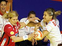 03.12.2008 Ohrid (FYR Macedonia)<br />Norway-Spain European women's handball championship<br />Tonje Larsen(L) Norway  with Barno Andrea(R) Spain<br />Foto:Aleksandar Djorovic