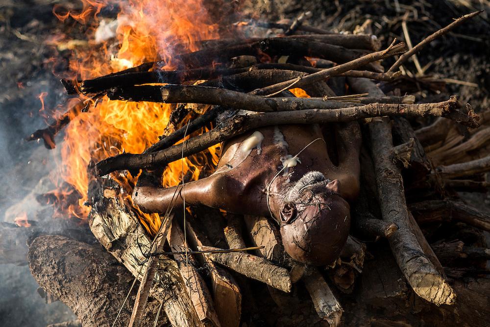 Pour les Hindous, être incinéré à Bénarès permet d'atteindre le Nirvana.
