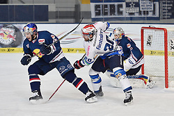 06.01.2015, Olympia-Eisstadion, Muenchen, GER, DEL, EHC Red Bull München vs Schwenninger Wild Wings, 36. Runde, im Bild Florian Kettemer (EHC Red Bull Muenchen), Daniel Hacker (Schwenninger Wild Wings), Niklas Treutle, Torhueter (EHC Red Bull Muenchen), v.li. Aktion, // during Germans DEL Icehockey League 36th round match between EHC Red Bull München and  Schwenninger Wild Wings at the Olympia-Eisstadion in Muenchen, Germany on 2015/01/06. EXPA Pictures © 2015, PhotoCredit: EXPA/ Eibner-Pressefoto/ Buthmann<br /> <br /> *****ATTENTION - OUT of GER*****