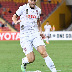 BRISBANE, AUSTRALIA - FEBRUARY 21: Xisco Jimenez of Muangthong United dribbles the ball during the Asian Champions League Group Stage match between the Brisbane Roar and Muangthong United FC at Suncorp Stadium on February 21, 2017 in Brisbane, Australia. (Photo by Patrick Kearney/Brisbane Roar)