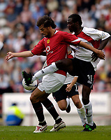 Fotball<br /> England 2005/2006<br /> Foto: SBI/Digitalsport<br /> NORWAY ONLY<br /> <br /> Clyde v Manchester United, Preseason Friendly. 16/07/2005.<br /> <br /> Manchester United's Ruud van Nistelrooy (L) holds off Clyde's Romauld Bouadji
