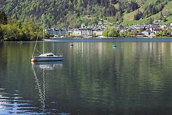 THEMENBILD - ein Segelboot ankert im Zeller See, im Hintergrund die Stadt Zell am See, aufgenommen am 19. Mai 2019, Zell am See, Österreich // a sailboat anchors in the Zeller lake, in the background the town Zell am See on 2019/05/19, Zell am See, Austria. EXPA Pictures © 2019, PhotoCredit: EXPA/ Stefanie Oberhauser