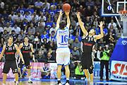 DESCRIZIONE : Eurocup 2013/14 Gr. J Dinamo Banco di Sardegna Sassari -  Brose Basket Bamberg<br /> GIOCATORE : Drake Diener<br /> CATEGORIA : Tiro Tre Punti<br /> SQUADRA : Dinamo Banco di Sardegna Sassari<br /> EVENTO : Eurocup 2013/2014<br /> GARA : Dinamo Banco di Sardegna Sassari -  Brose Basket Bamberg<br /> DATA : 19/02/2014<br /> SPORT : Pallacanestro <br /> AUTORE : Agenzia Ciamillo-Castoria / Luigi Canu<br /> Galleria : Eurocup 2013/2014<br /> Fotonotizia : Eurocup 2013/14 Gr. J Dinamo Banco di Sardegna Sassari - Brose Basket Bamberg<br /> Predefinita :