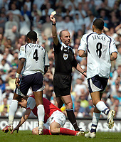 Photo: Ed Godden/Sportsbeat Images.<br /> Tottenham Hotspur v Arsenal. The Barclays Premiership. 21/04/2007. Spurs' Didier Zokora receives a yellow card from Referee Mr M Dean.