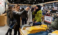 12.12.2014 Bialystok Otwarcie pierwszego w miescie centrum wyprzedazowego Outlet Bialystok przy ulicy Wysockiego. Outlet powstal na miejscu Galerii Podlaskiej, znajduje sie tam blisko 60 sklepow fot Michal Kosc / AGENCJA WSCHOD