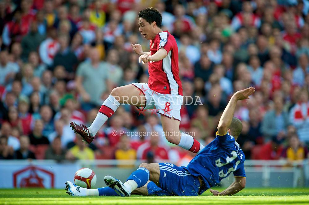 LONDON, ENGLAND - Sunday, May 10, 2009: Arsenal's Samir Nasri and Chelsea's Alex during the Premiership match at the Emirates Stadium. (Photo by David Rawcliffe/Propaganda)