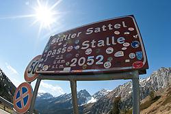 """08.05.2011, Staller Sattel, AUT, THEMENBILD, EU Grenzübergang - Das Schild """"Staller Sattel, passo Stalle"""" steht am Sonntag (08.05.2011) am österreich-italienischen Grenzübergang am Stallersattel. Der Staller Sattel (ital. Passo Stalle) ist ein Gebirgspass in den Ostalpen. Er verbindet das Defereggental (Osttirol), mit dem Antholzertal (Südtirol) und scheidet die Rieserfernergruppe von den Villgratner Bergen. Die Passhöhe liegt auf 2052 m ü.M. an der Grenze zwischen Österreich und Italien. EXPA Pictures © 2011, PhotoCredit: EXPA/ J. Groder"""