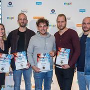 NLD/Utrecht/20181001 - Buma NL Awards 2018, Nielson neemt de award in ontvangst voor meest succesvolle single populair