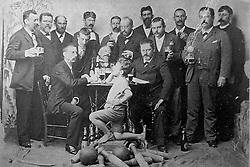 """Reprodução de foto do Museu do Imigrante, em São Leopoldo mostra ao centro o patrono do """"separat"""" Peter Karst. Este homem foi marceneiro que comandou a construção do primeiro prédio do Orpheu em 1861. FOTO: Lucas Uebel/Preview.com"""